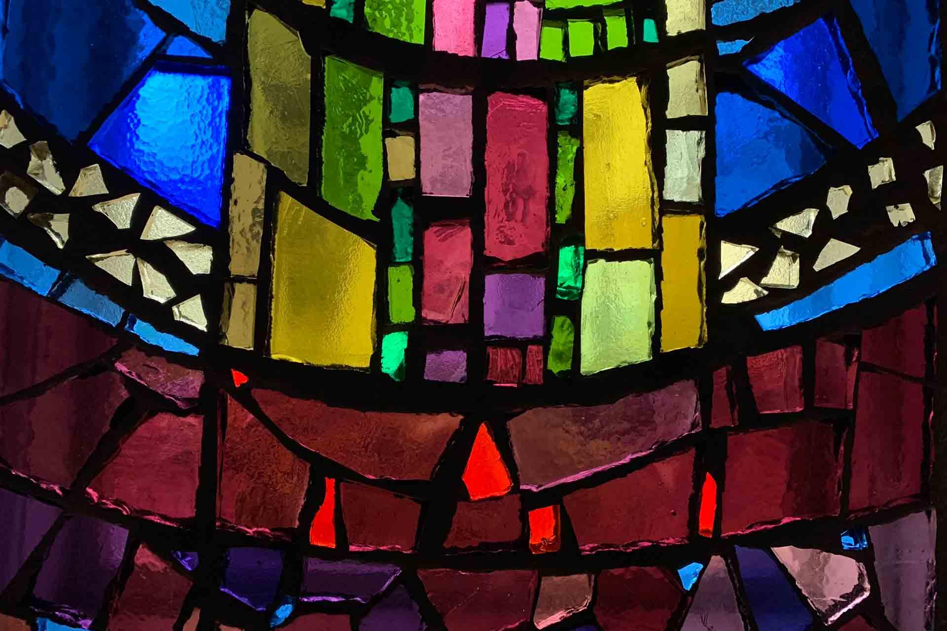 Detail der Kirchenfenster im Haus der Gemeinde in Oslo, Norwegen